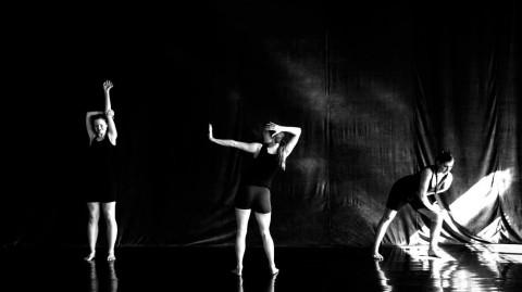 Grupa OFF Harnam - spektakl PerforSENS na Dotknij Teatru 3 kwietnia
